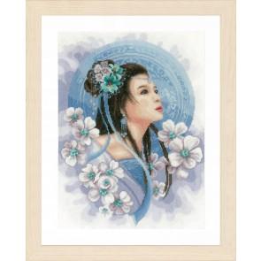LAN. Zählmusterpackung Asiatische Frau in Blau 30x41cm